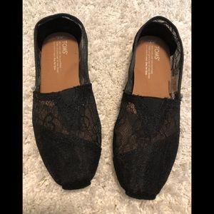 Never worn. Toms Women's Lace Glitz Slip On Shoes.